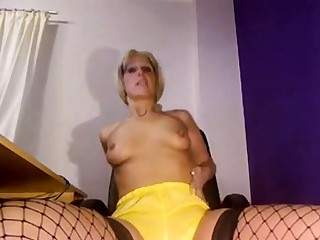 Sexy MILF Pissing on yellow shorts